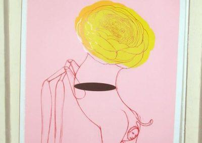 Échange sensible autour de l'image de « Khimaira » de Ronald Curchod, Justine Cugno tient l'affiche.