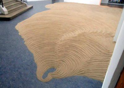 Thomas Sabourin, «Un pas à calais», installation de sable dans le musée des Beaux-Arts de Calais.