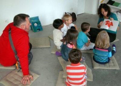 Atelier lecture de l'école maternelle autour de l'exposition «À propos du fond de l'air».