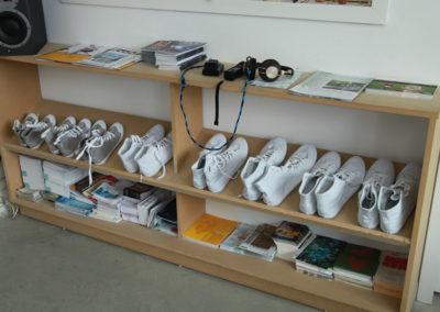 Collectif Ding. Chaussures velcro pour pratiquer «Adhésive flore.