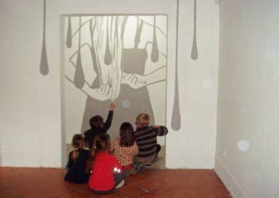 Visite de l'école primaire de l'exposition « Étant donné un mur ».