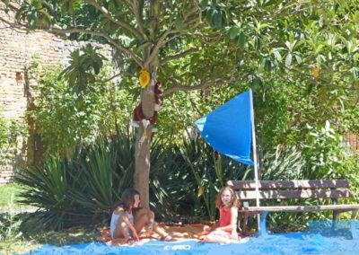 L'île salvent par Lise et Alaïs, 10 ans.
