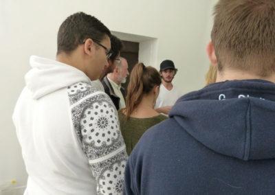 Rencontre entre Stephan Ricci et les étudiants de l'école ÉCRAN pendant le montage de l'exposition.