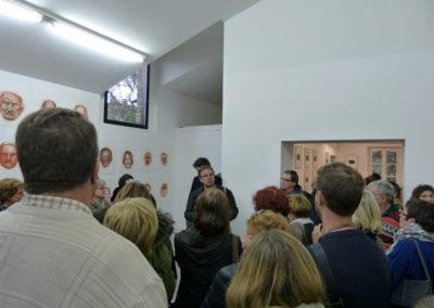 Rencontres d'artistes dans le cadre des parcours en bus de Graphéine. Art et couleur en visite-atelier.
