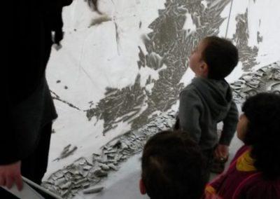 Visite de l'exposition par l'école maternelle.