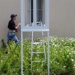 """Installation """" Extension première de la maison Segond"""" dans l'espace public labégeois par Carl Hurtin. Photographie : Maison Salvan, 2016."""