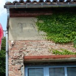"""Les """"Reflets"""" de Franck Scurti à Labège pour les 10 ans de la Maison Salvan. (Prêt par Les Abattoirs-Frac Midi-Pyrénées) Photographie : Maison Salvan, 2016."""