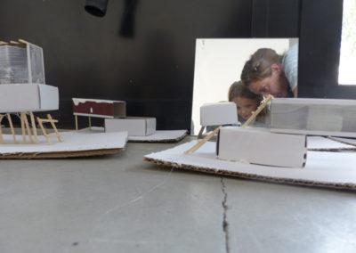 Atelier «Entre paysage et architecture» avec des Ce2-CM1.