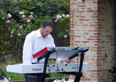 Concert de Bertrand Ségonzac lors du vernissage de l'exposition «entre les gens».