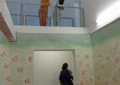Performance des MANAA de l'école ÉCRAN lors du vernissage de l'exposition «Coma Coloris Vif» de Flora Moscovici.
